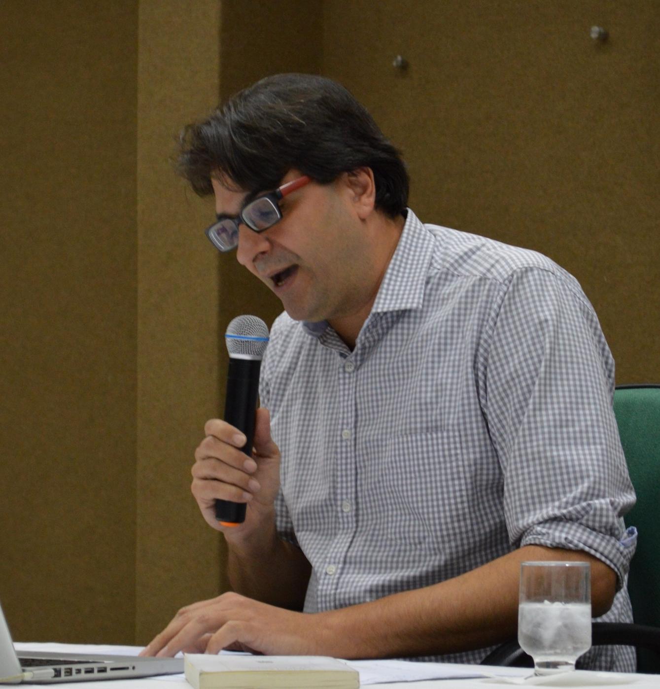 A historicidade na poesia brasileira: uma leitura a partir dos anos 1970