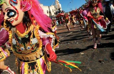 Incarner la Nation : pouvoir et imaginaires dans les fêtes et les carnavals d'Amérique Latine